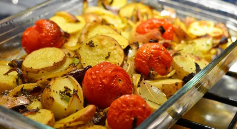 תפוחי אדמה אפויים בתנור טבעוני