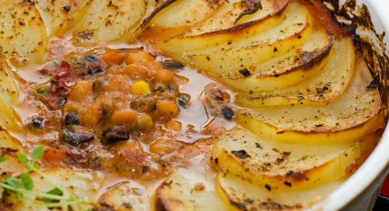 תבשיל קטניות ותפוחי אדמה טבעוני