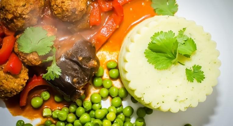 פירנ תפוחי אדמה תבשיל טבעוני כדורי סויה