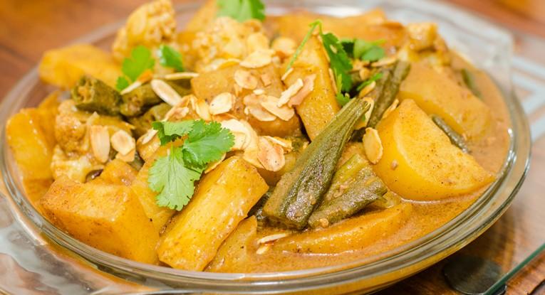 תבשיל טבעוני במיה תפוחי אדמה כרובית