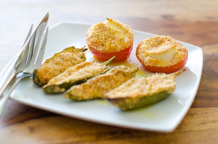 פלפל ירוק צ'ילי ממולא גבינה טבעונית אפוי בתנור טבעוני