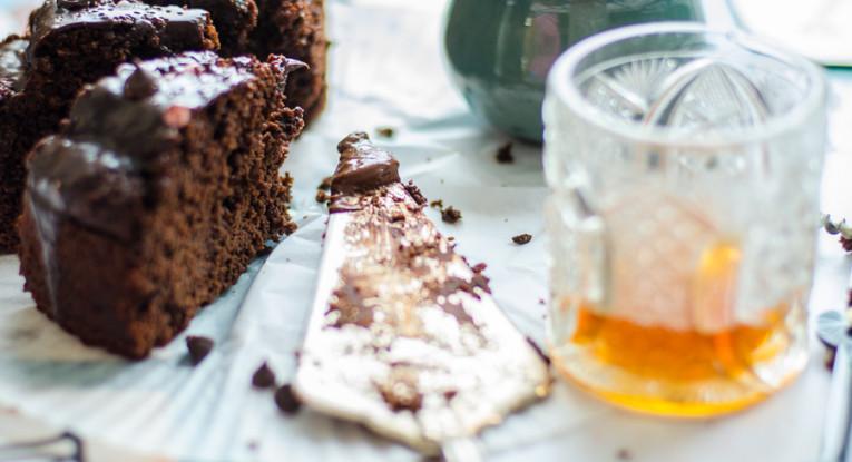 עוגת שוקולד טבעונית טבעונות נטיל קרם שוקולד מריר עוגה עם בירה ויין