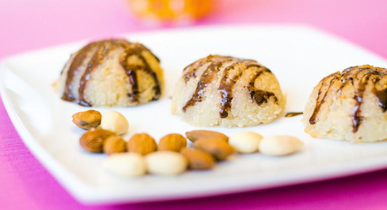 עוגיות קוקוס לפסח טבעוניות עם שקדים