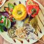 פלפלים ממולאים באורז פטריות טבעוני אפויים בתנור טבעונות