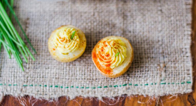 תפוחי אדמה ממולאים ממרח ביצים טבעוני שעועית בובס טבעוני טבעונות