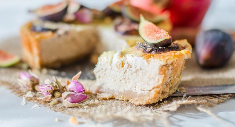 עוגת שקדים עם תמרים תאנים לחג שבועות