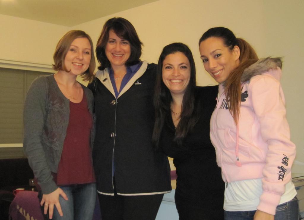 אני, סיון, אמילי ונטליה. פוזה אחרונה לפני  שמתגלגלות הביתה