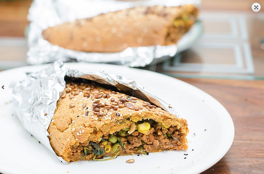 """מאפה לחם ממולא """"בשר"""" סויה עם ירקות- טבעוני"""