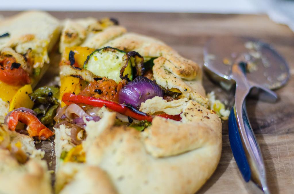 מאפה רטטוי עם ירקות צלויים וגבינה טבעונית